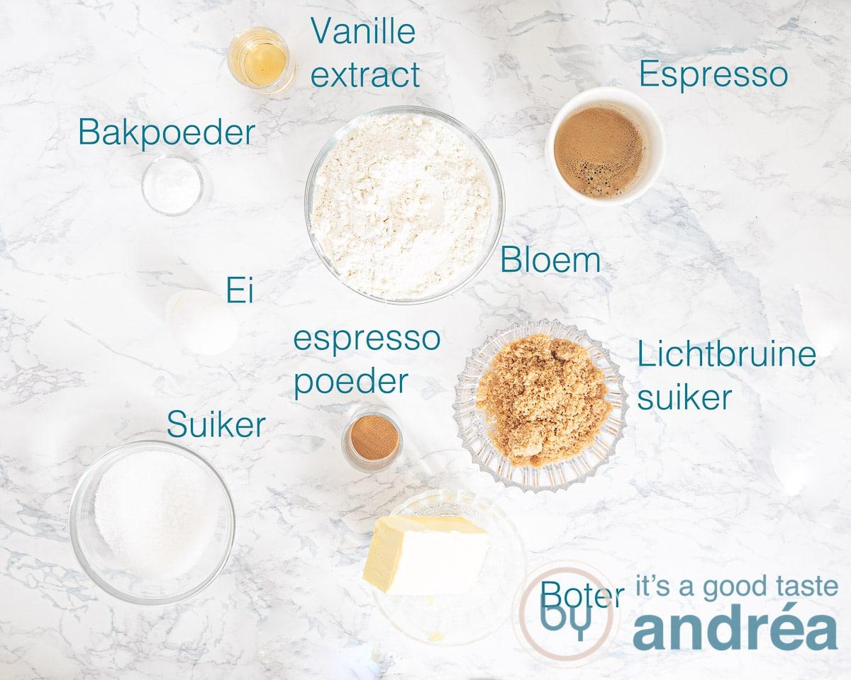 Ingrediënten voor het maken van koffiemuffins