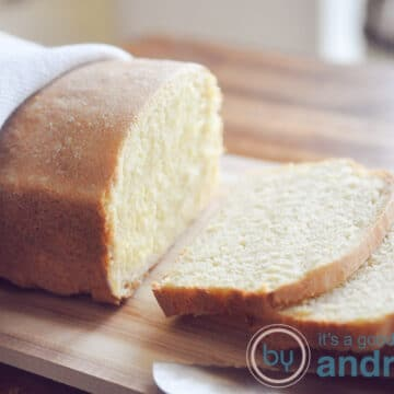 Maisbrood in plakjes gesneden