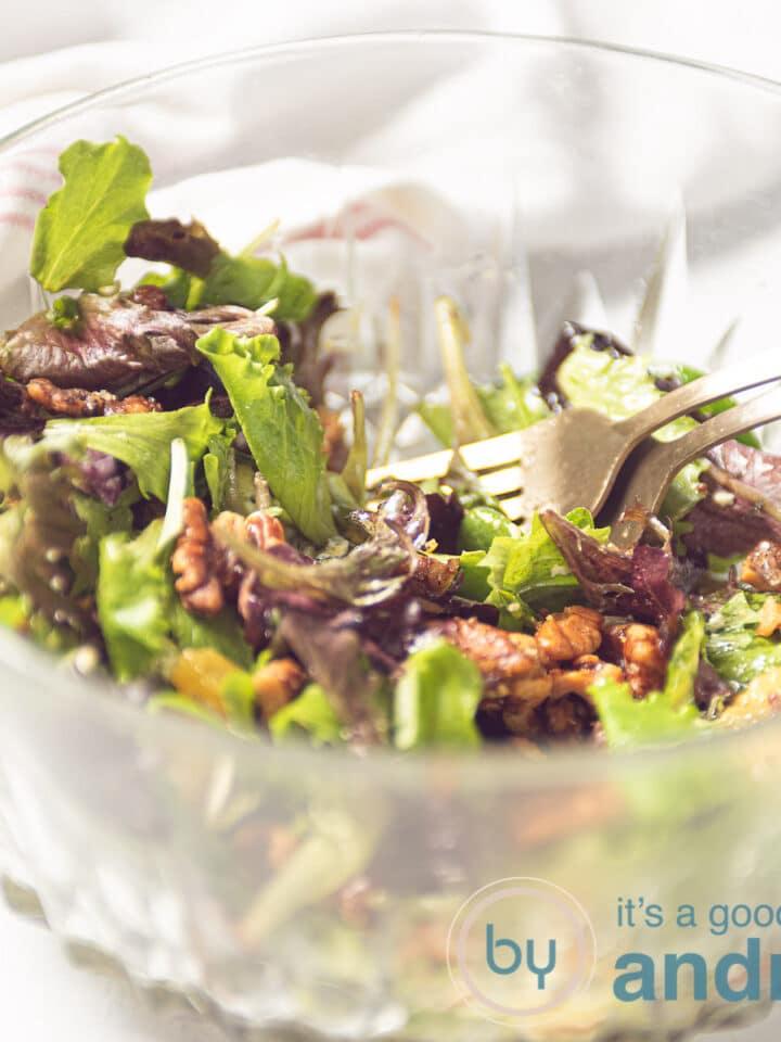 een vierkante foto met een citrus salade