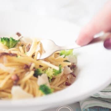 Spaghetti met broccoli, gehakt en spekjes