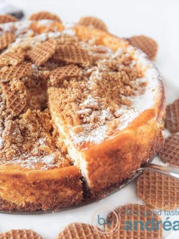 Stroopwafel cheesecake met stroopwafels eromheen