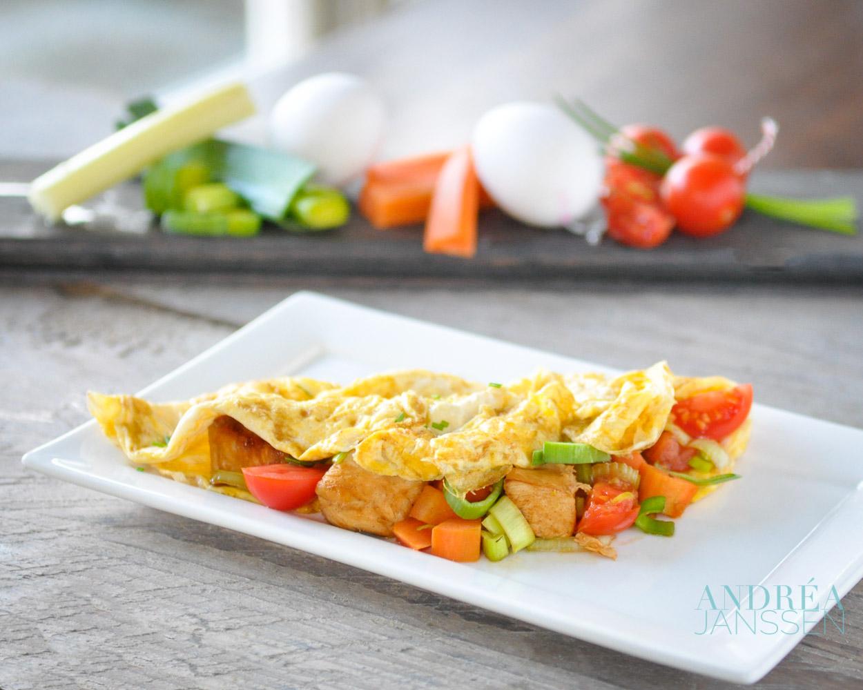 gevulde omelet met kip en groenten