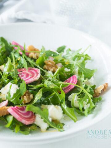 een bord met rucola salade
