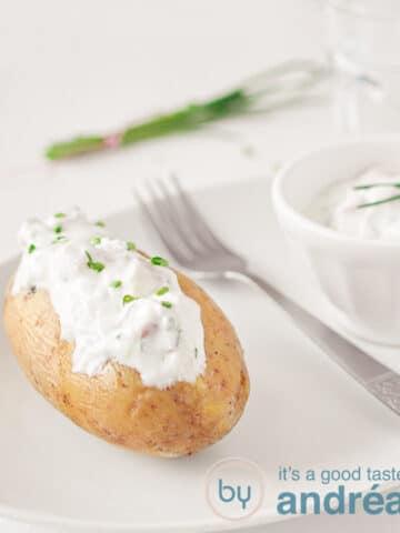 gepofte aardappel met kwark en bieslook