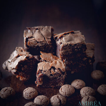 Pepernoten brownies gelegen tussen pepernoten