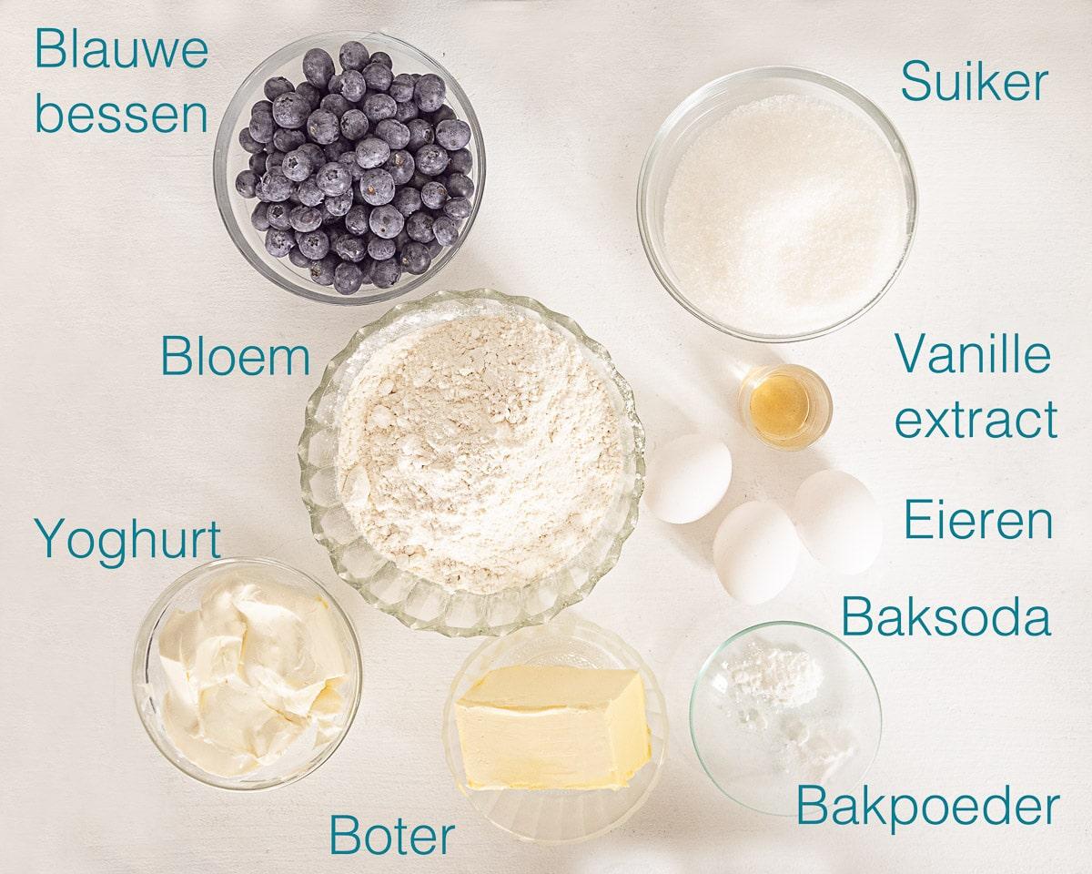 Ingrediënten blauwe bessen cake met yoghurt