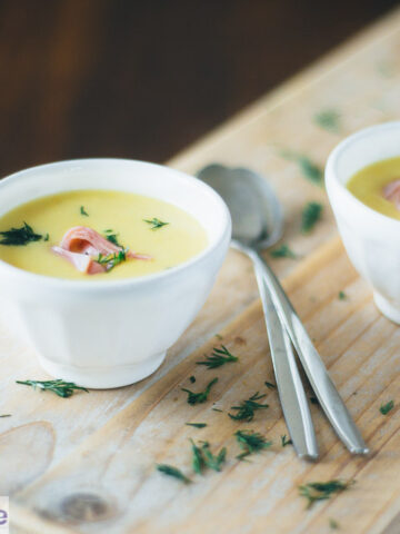 Koninginnensoep met gerookte zalm - creamy chicken soup with smoked salmon and dill