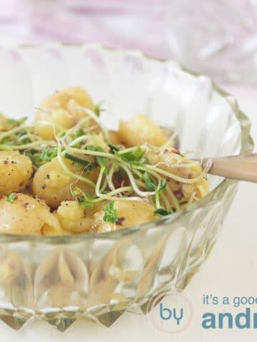 een heerlijke aardappelsalade met krieltjes
