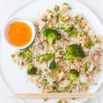 Gebakken rijst met ei en knoflook broccoli - baked rice with egg and garlic broccoli