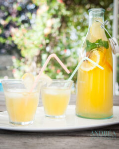 ijsthee met sinaasappel en citroen