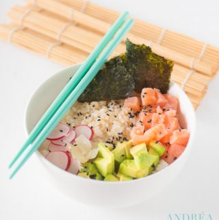 Sushi bowl met gerookte zalm