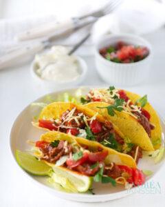 taco met gehakt en salsa