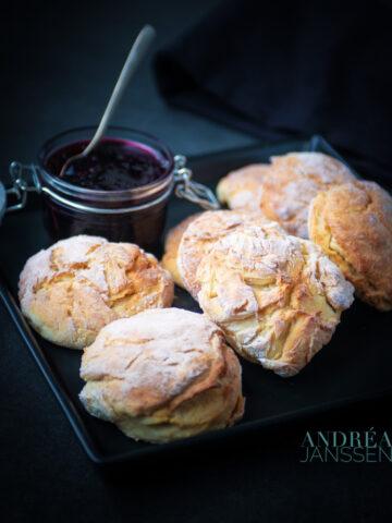 Vanille scones met bramen peer en champagne confituur