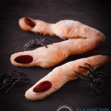 3 enge broodvingers met spinnen