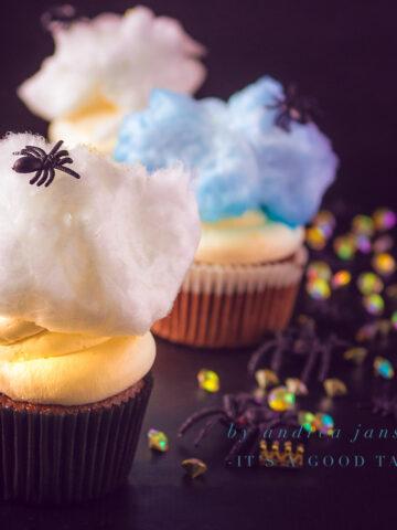 uitgelicht Spinnen cupcakes met mascarpone frosting en suikerspin
