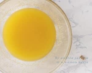 Smelt de boter met de suiker