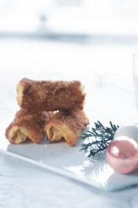 Kaneelrolletjes gevuld met roomkaas - cinnamon cream cheese rolls
