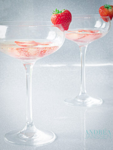 Aardbeien prosecco cocktail - strawberry prosecco cocktail