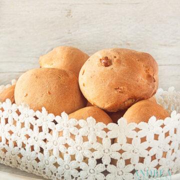 Sinaasappelbroodjes met walnoten