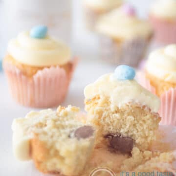 Paas cupcakes gevuld met chocola