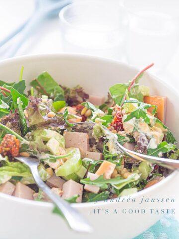 salade met gerookte kip en pesto