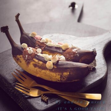 Gegrilde bananen met whiskey, chocola en marshmallows
