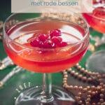 twee cocktails Cosmopolitan cocktail recept {met rode bessen}