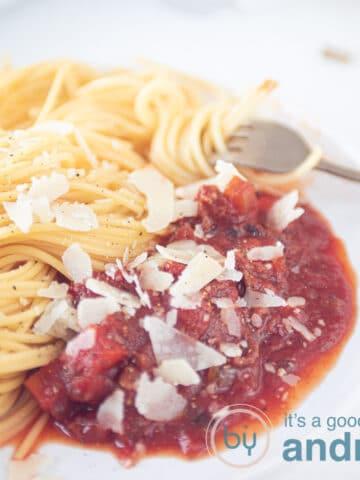 vierkante uitsnede pasta saus uit de slowcooker